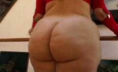Big ass plumper fingering her pussy
